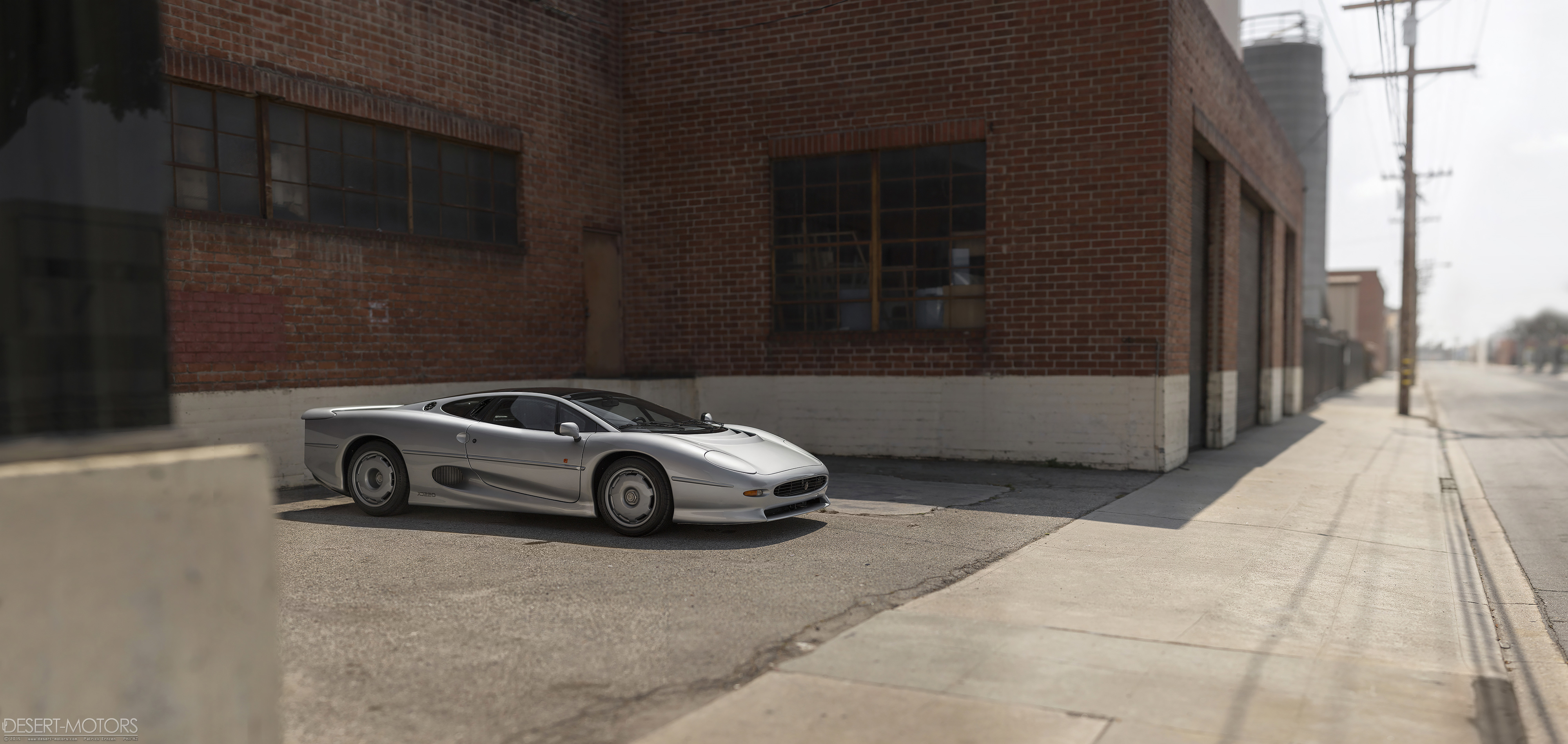 22 years later and it still looks like a spaceship. XJ220 [OC] [OS] [4000x1900]